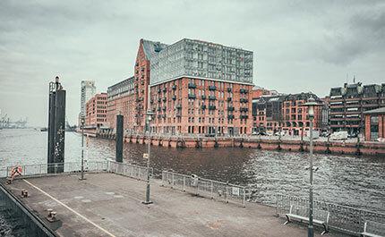 Faehre Hamburg Altona Fischmarkt